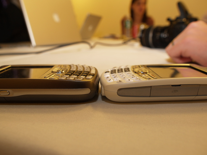 Compare size Treo 700p and Treo 680