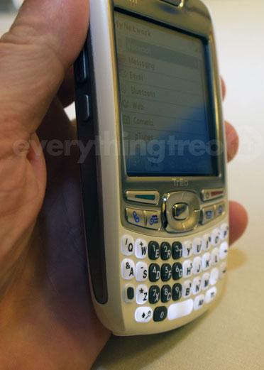 Side view Treo 680